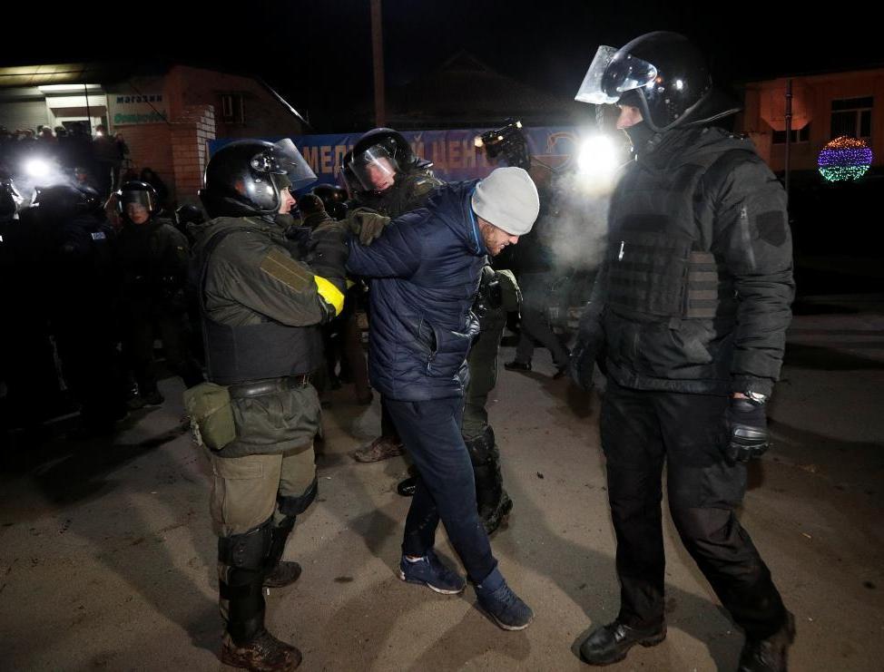 Протесты в Новых Санжарах: большинство задержанных – не местные, – спике...