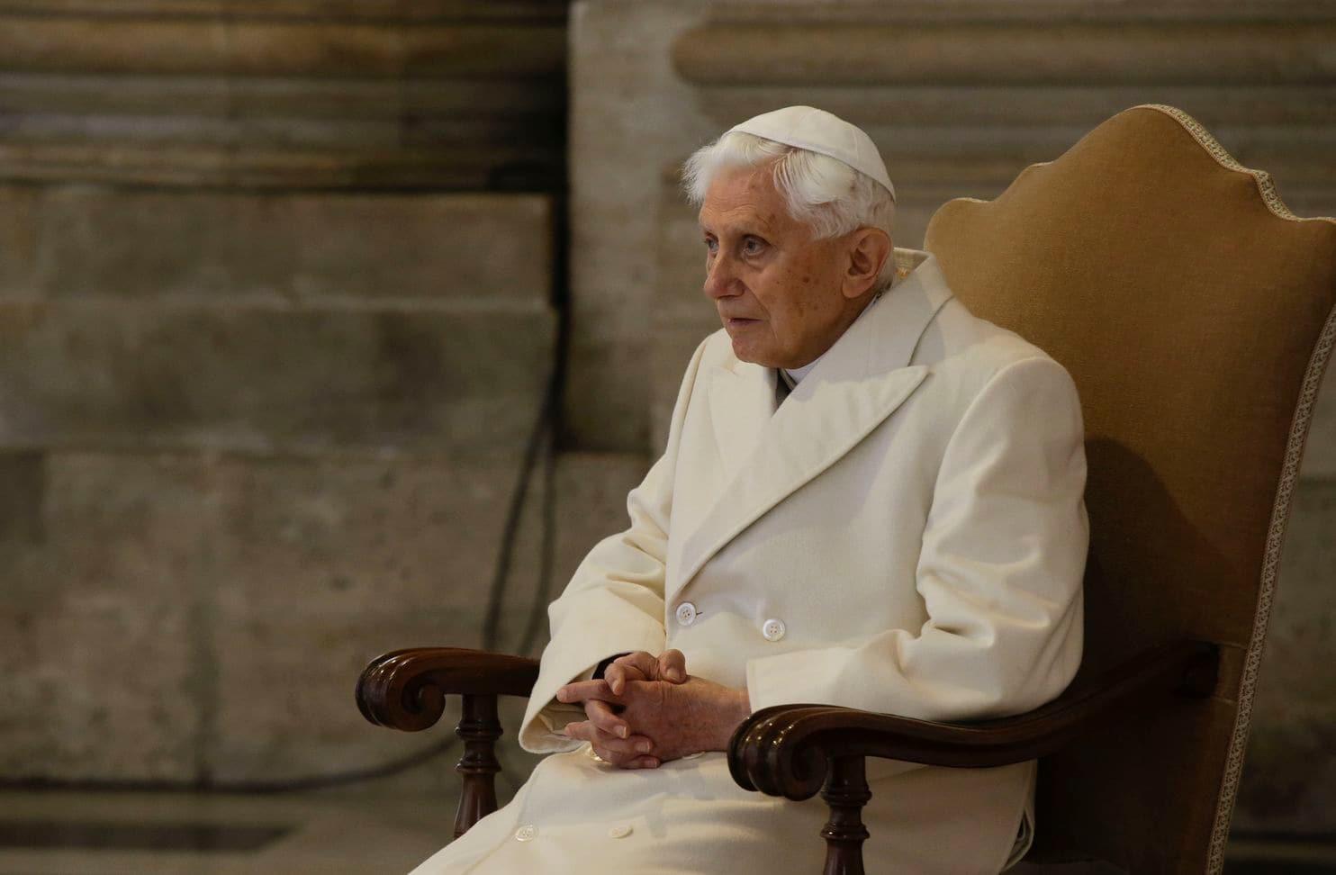 Бывший Папа Бенедикт XVI назвал сексуальную революцию причиной скандалов...