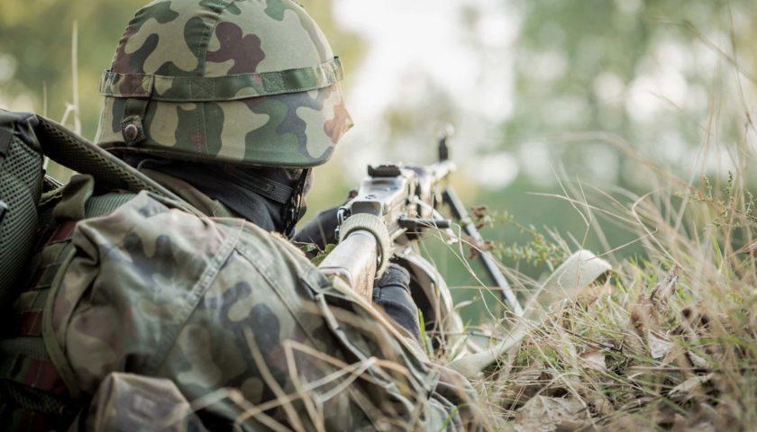 Мина попала в траншею: на Донбассе два бойца получили осколочные ранения