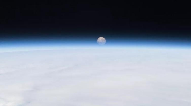 """К Земле приближается новая """"мини-луна"""" и может оказаться комическим мусо..."""