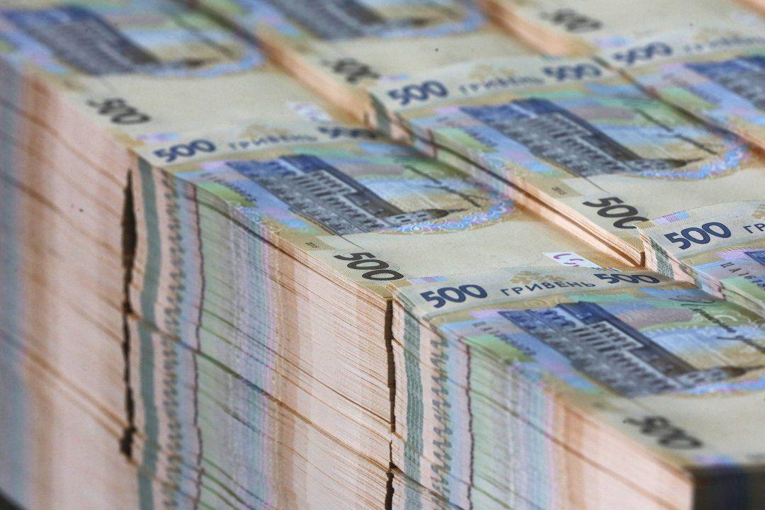 Топ-чиновники должны получать высокие зарплаты, но по меркам страны, в к...