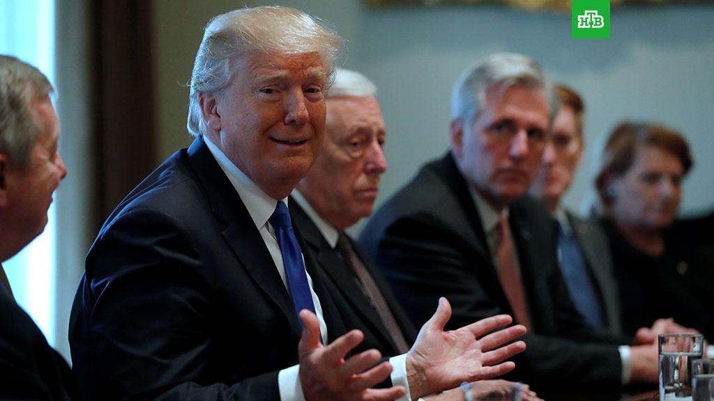 """Трамп считает само существование доклада Мюллера """"смешным"""""""