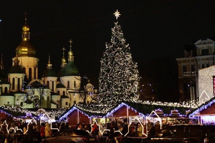 Как встречали Новый год возле главной елки страны