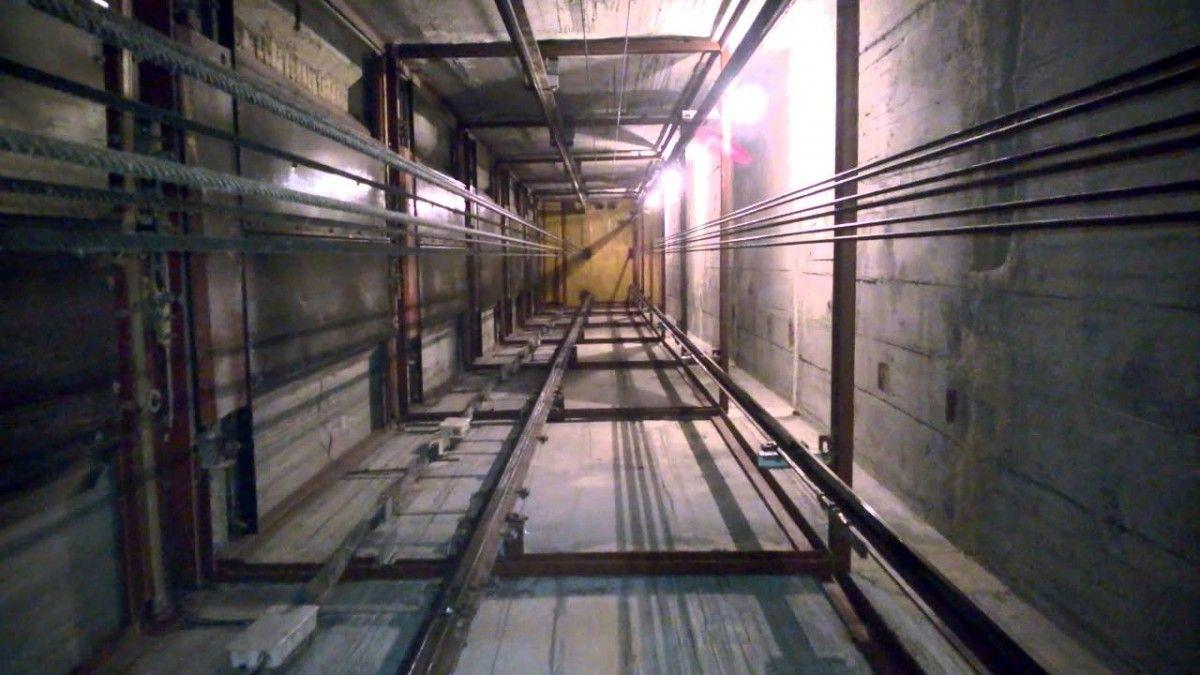 В Днепре в многоэтажке сорвался лифт с девушкой в кабине