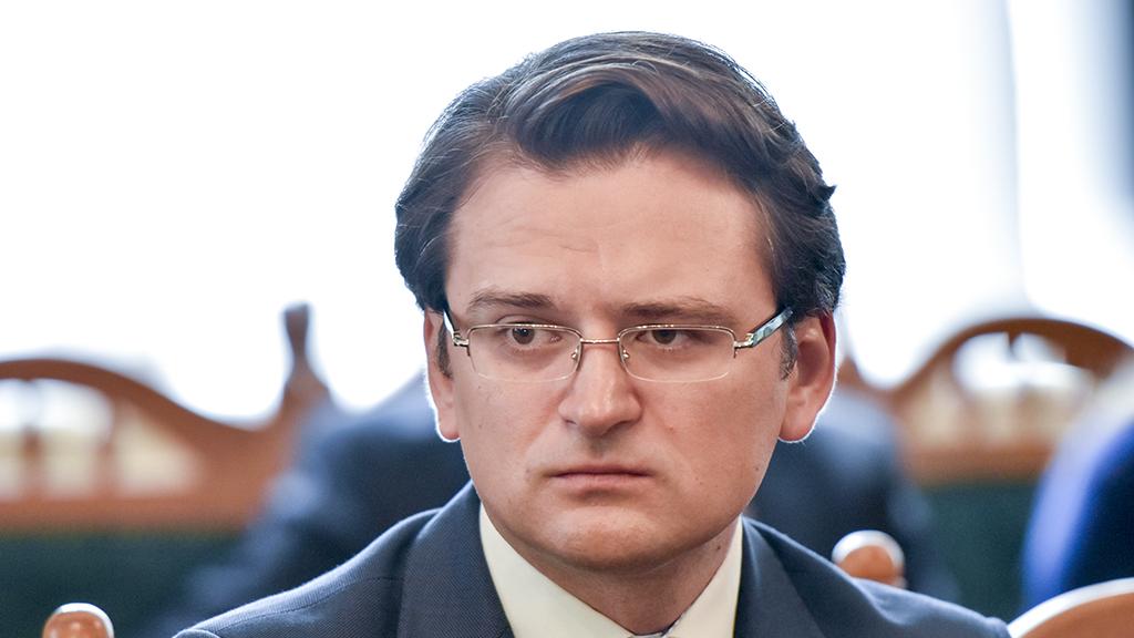 Макрон и Меркель отказали Зеленскому в просьбе не возвращать РФ в ПАСЕ,...