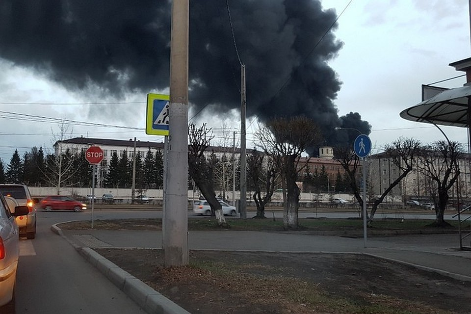 В России масштабный пожар: на территории ведущего оборонного завода гори...