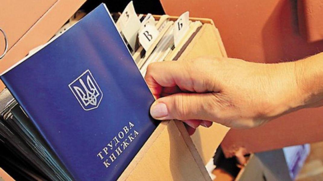 Каждый пятый украинец в марте работал без трудовой книжки, – Госстат