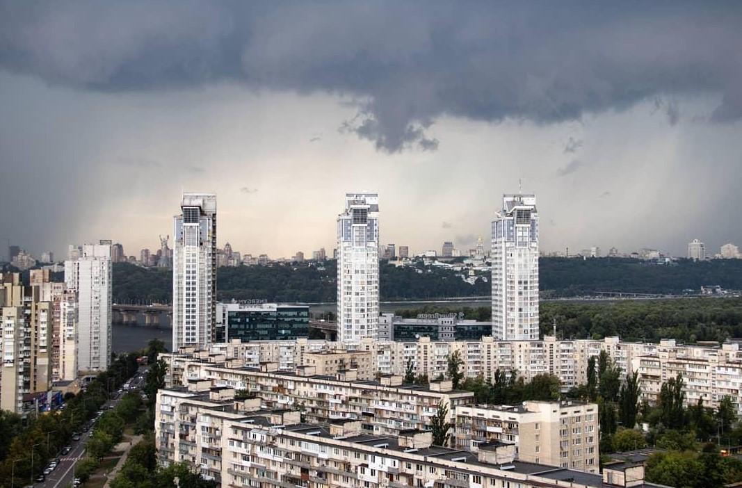 В Киеве объявлен желтый уровень опасности: ожидается град, гроза и сильн...