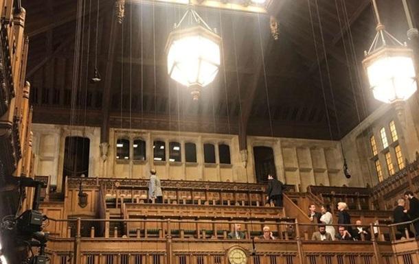 Протекающая крыша прервала заседание британского парламента