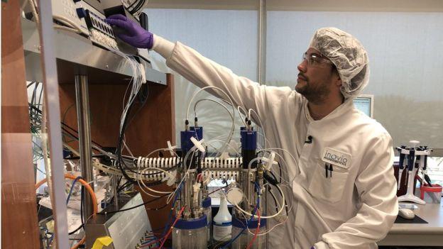 Американская компания создала вакцину от коронавируса через 3 часа после...