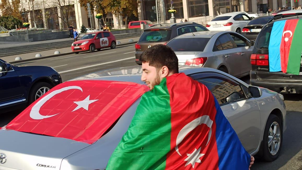 В Киеве прошел автопробег с флагами Азербайджана: полиция задержала 14 ч...