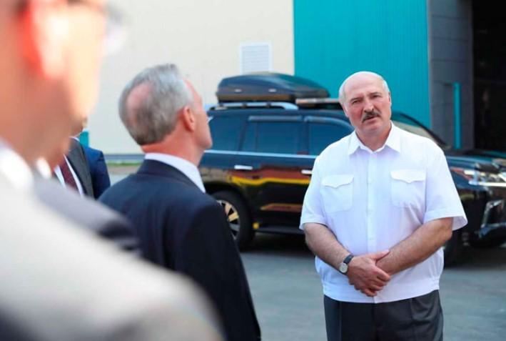"""""""Переживал за страну"""". Лукашенко признал, что дал команду задержать свое..."""