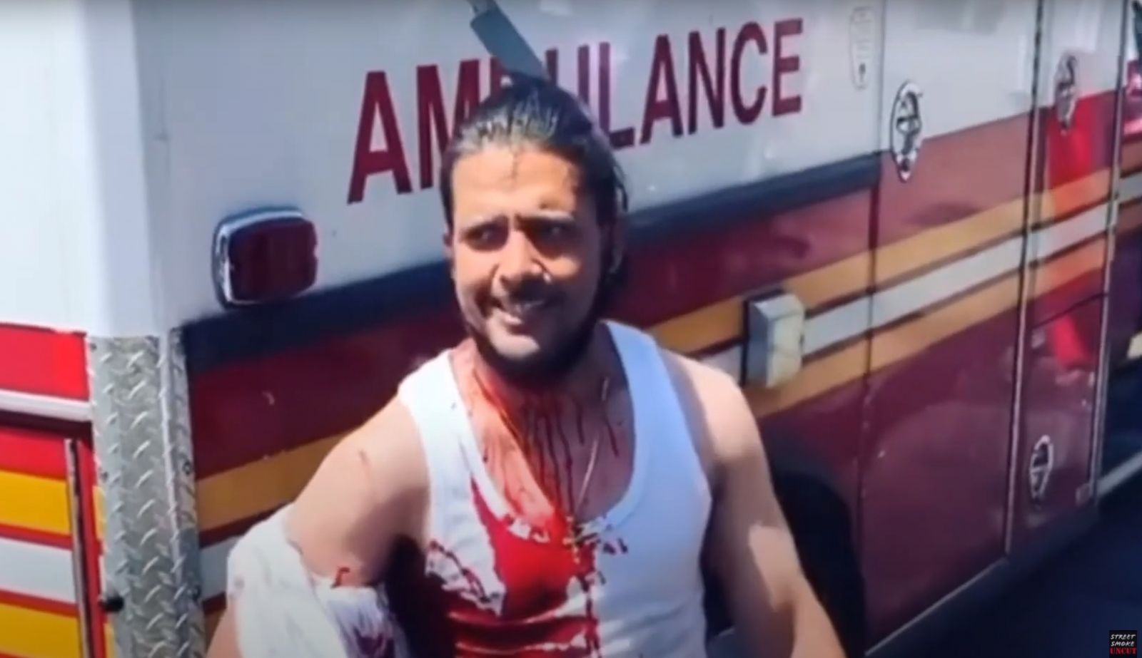 Заступился за женщину: мужчина с ножом в голове разгуливал по Нью-Йорку
