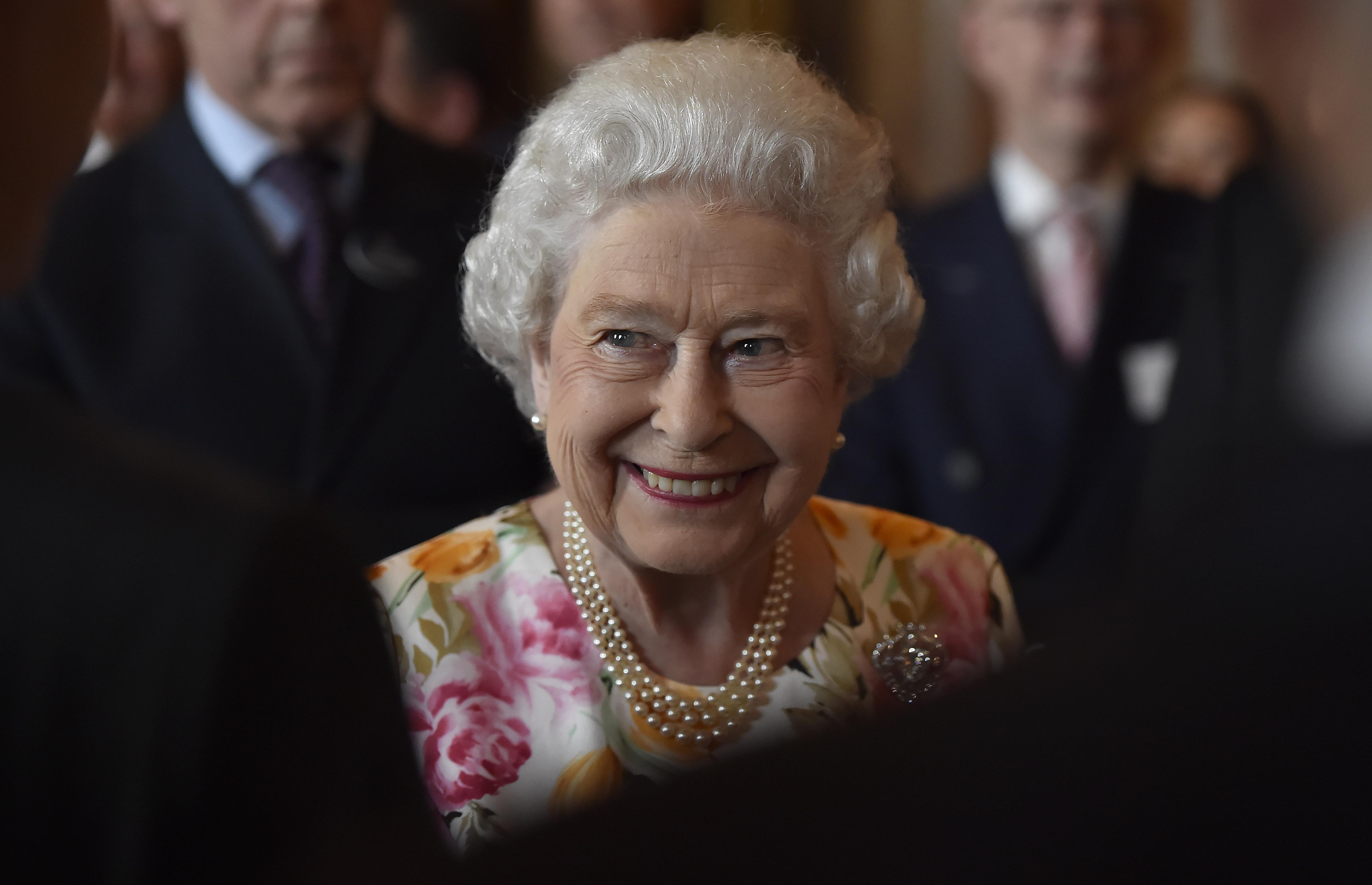 Королева Великобритании поздравила Зеленского с инаугурацией
