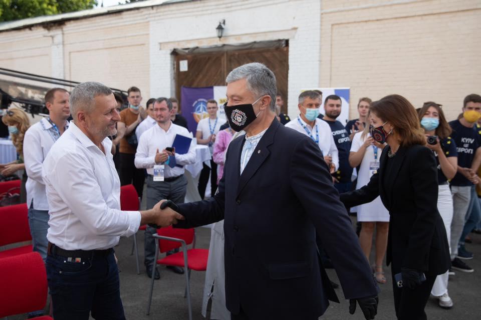 Россия ввела санкции против Порошенко, Вакарчука, Чийгоза и других украи...