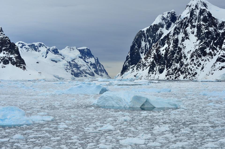 В льдах Антарктиды пробурят скважину глубиной 3 километра