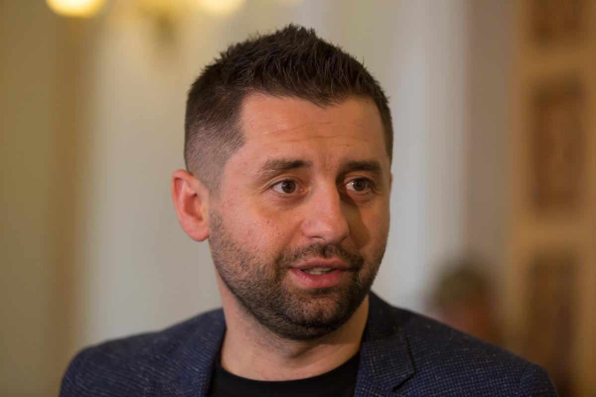 """""""Слуга народа"""" проведет выездное заседание на Донбассе, – Арахамия"""