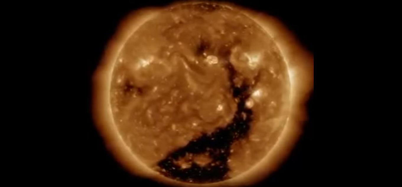 NASA обнародовало фото дыры на Солнце