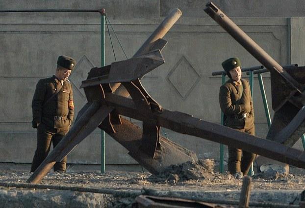 Власти КНДР разрешили стрелять в любого, кто приблизится к китайской гра...