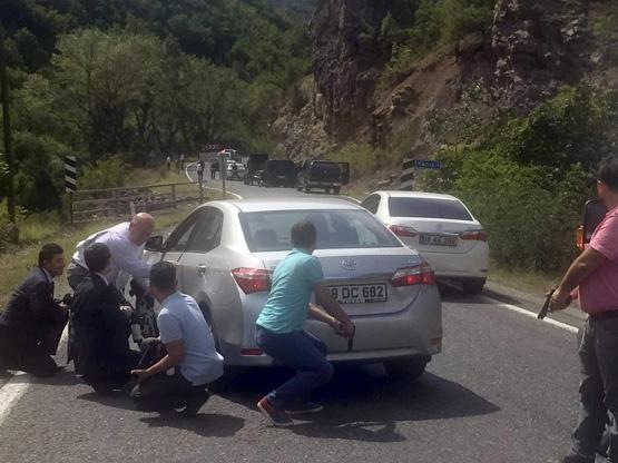 В Турции обстреляли кортеж лидера оппозиционной партии, погиб полицейски...