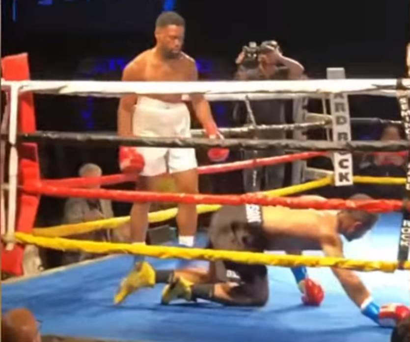 В США боксеры-профессионалы одновременно отправили друг друга в нокдаун