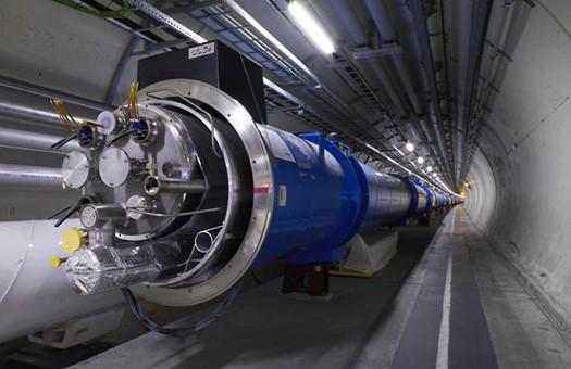 Большой адронный коллайдер остановлен до 2015 года