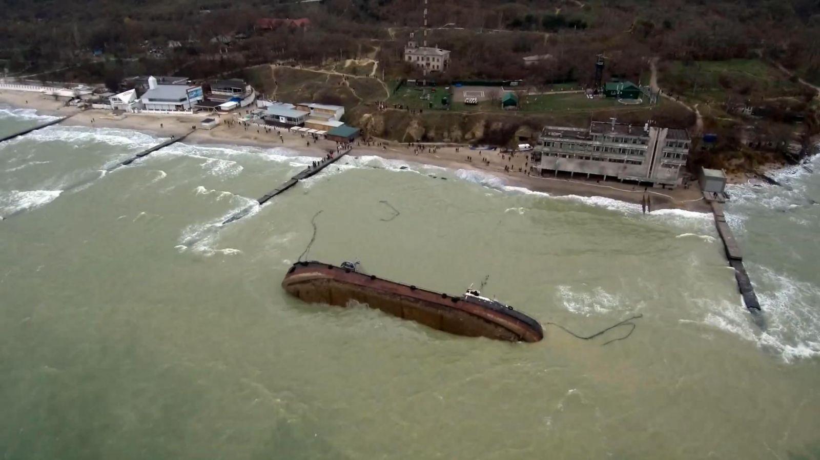 Министр Криклий заявил, что танкер Delfi поднимут краном за одну гривну