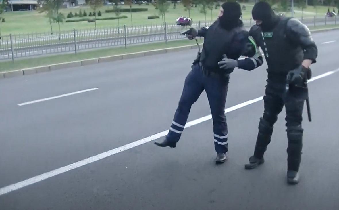 В Беларуси еще два наезда на правоохранителей, один госпитализирован