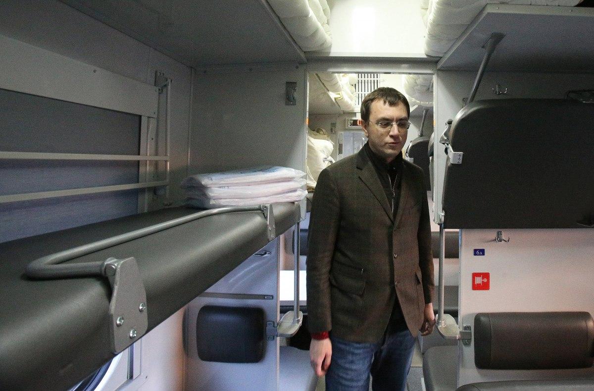 Омелян поддержал выход Укрзализныци на IPO