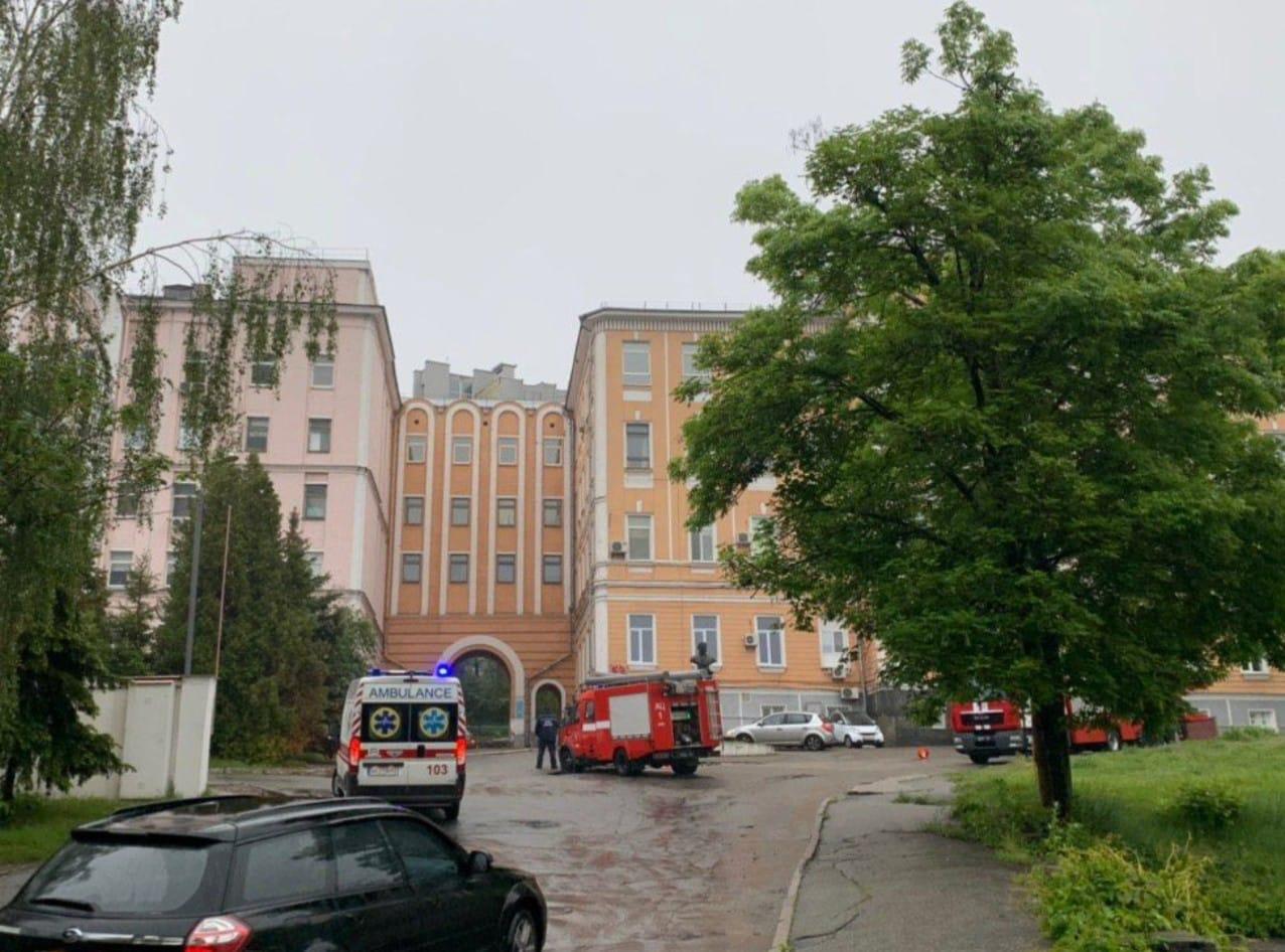 В Александровской больнице Киева произошел пожар, главврач подозревает п...