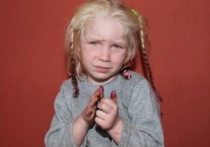 Тест ДНК подтвердил, что светловолосая и голубоглазая девочка - дочь ирл...