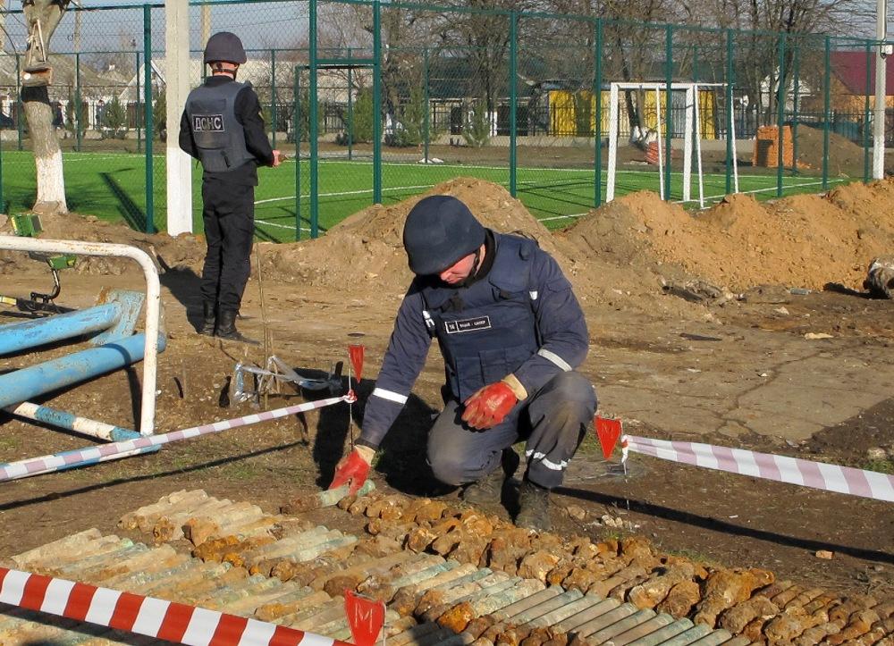 В Одесской области на территории школы нашли почти 350 снарядов Второй м...