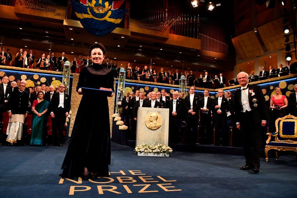 Скандал, бойкот и королевские бриллианты: как вручали Нобелевские премии...
