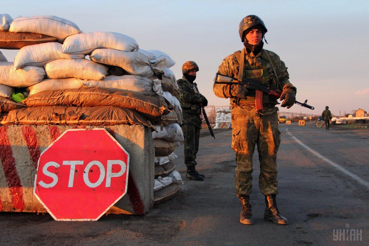 Российские оккупанты без объяснений заблокировали пропуск на границе с К...
