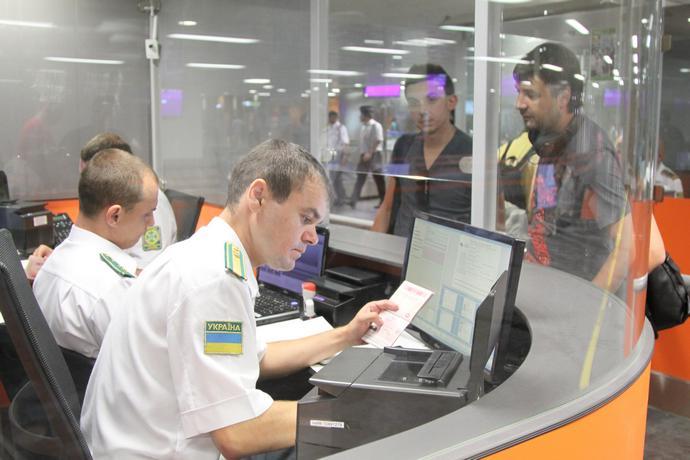 Почти 5 тысячам украинцам не разрешили выезд за границу