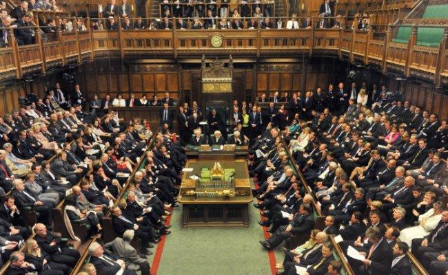 Страсти вокруг Brexit: парламент Великобритании не одобрил досрочные выб...