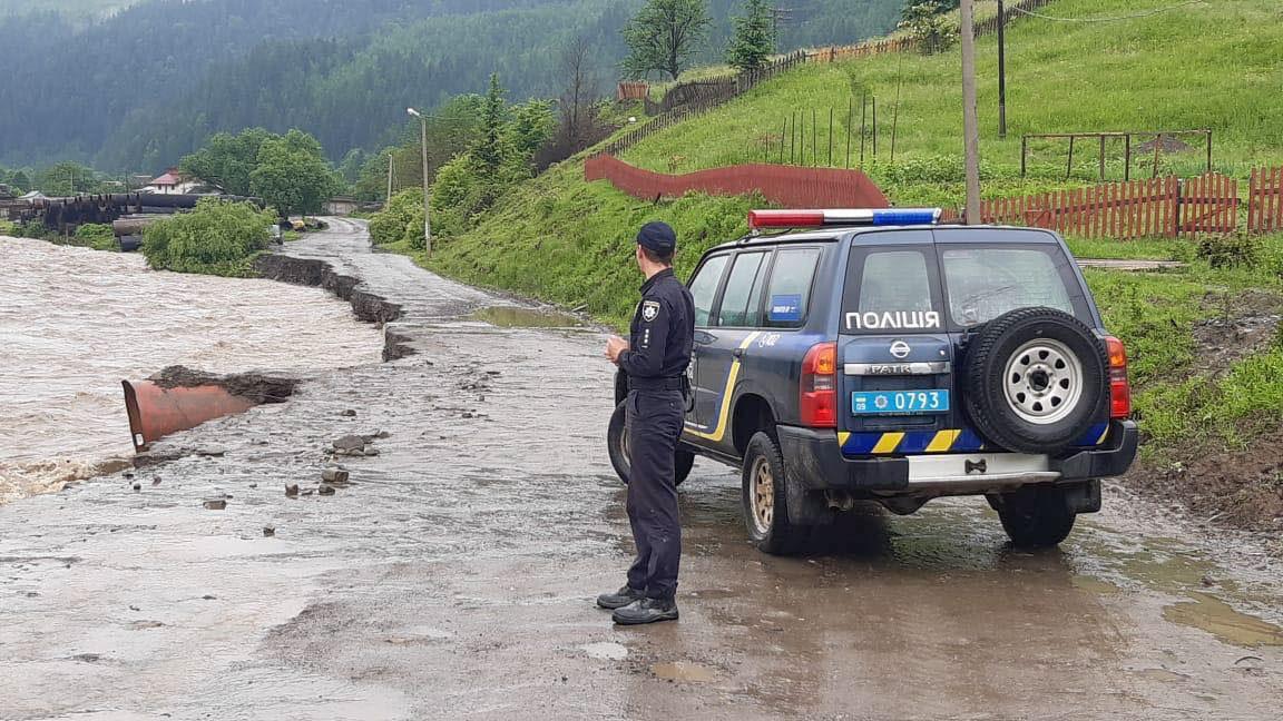 Из-за паводков на западе Украины введены чрезвычайные меры безопасности