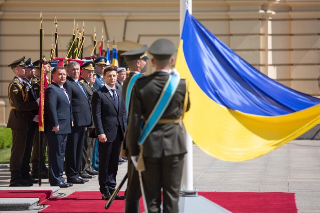 Зеленский издал свой первый указ, он не о роспуске Рады