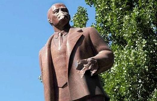 Киевские коммунисты будут хранить голову Ленина
