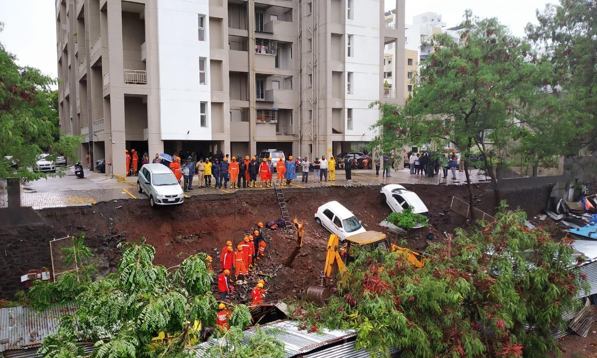 В Индии 17 человек погибли в результате обрушения стены дома