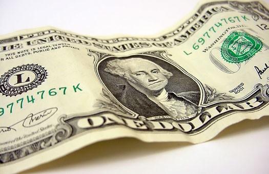 Обменники принимают доллар по 7,95 грн