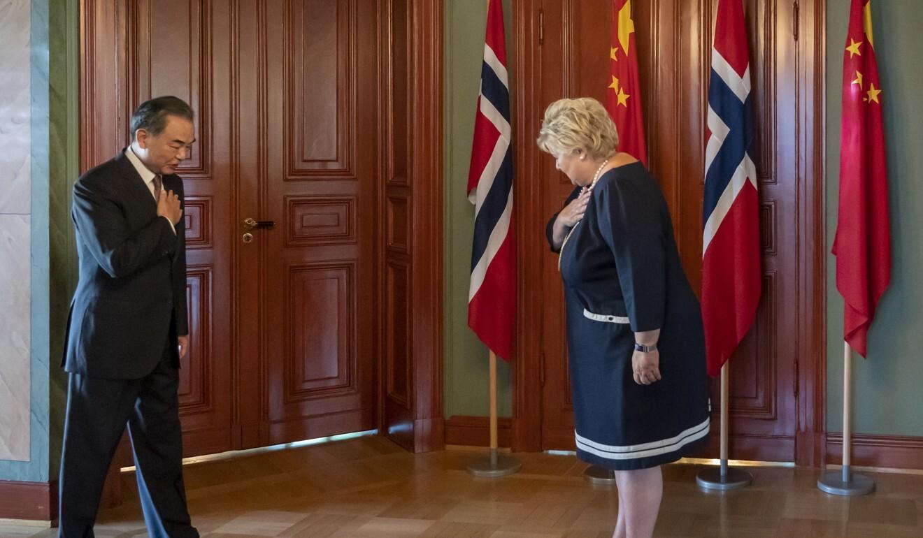 Китай предостерег от присуждения Нобелевской премии мира протестующим в...