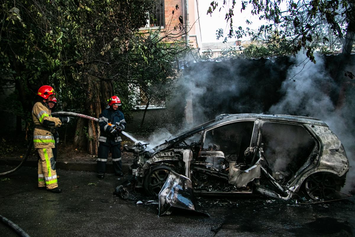 В Киеве после зарядки сгорел электомобиль