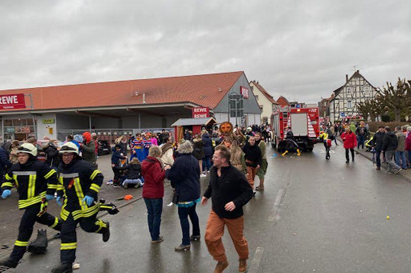 В Германии автомобиль протаранил карнавал: пострадали около 15 человек