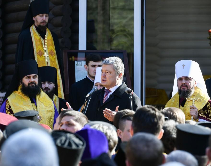 К Православной церкви Украины присоединилось 320 приходов, - Порошенко