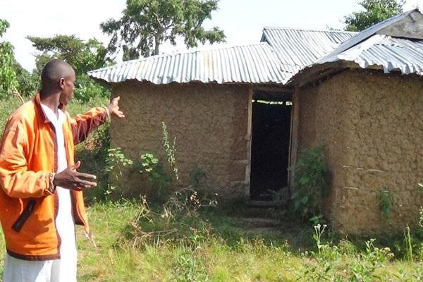 В Уганде жители покидают деревню из-за нападений голодных крокодилов