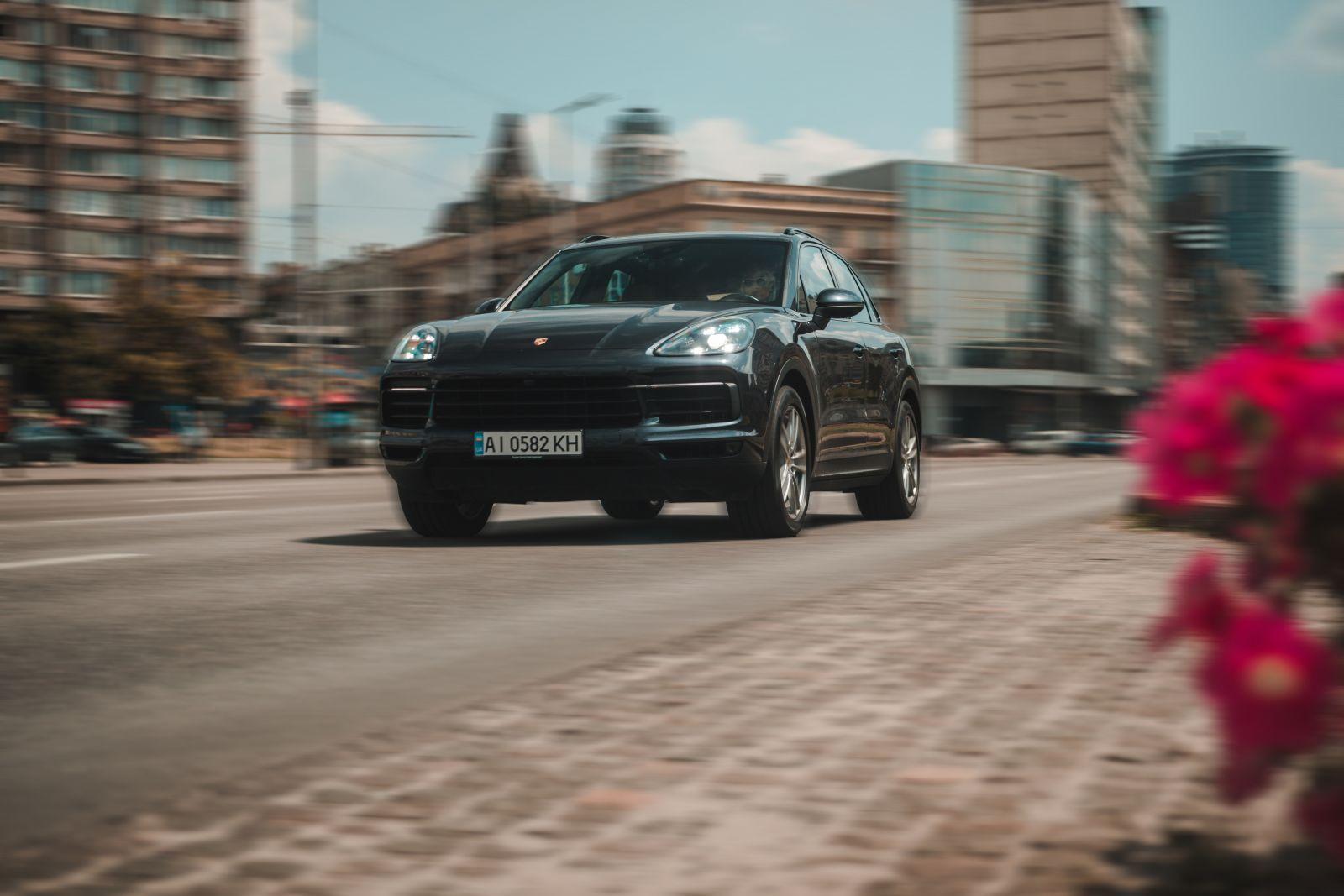 Спортивный шик. Три открытия нового Porsche Cayenne: тест-драйв журнала...
