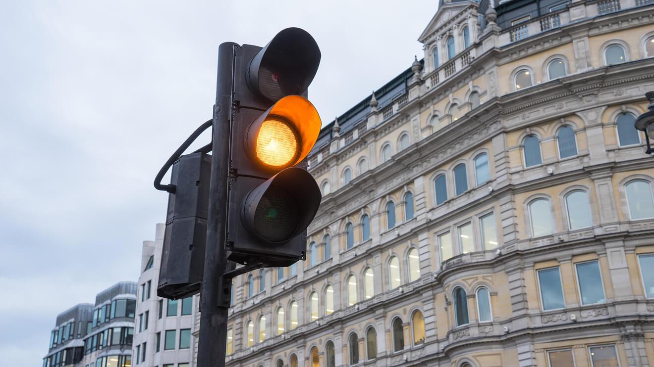 Кабмин задумался над отменой желтого сигнала светофора