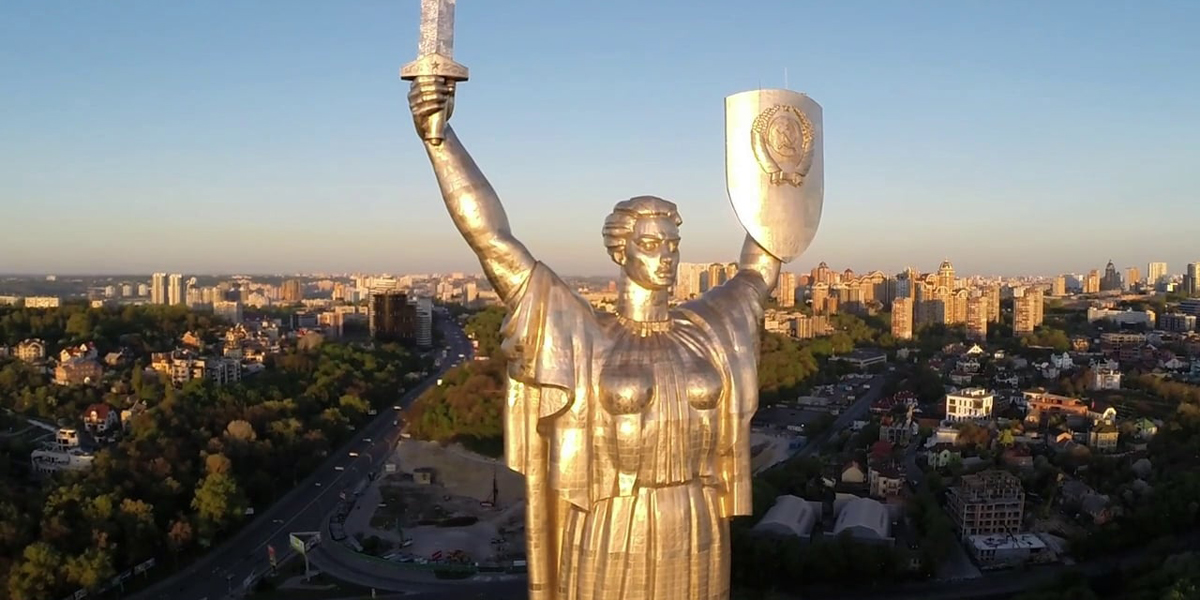 Вятрович рассказал, почему не демонтируют герб СССР с монумента Родина-м...