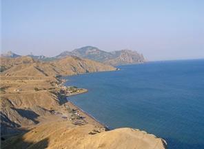Лисья бухта стала последним оплотом дикого отдыха в Крыму